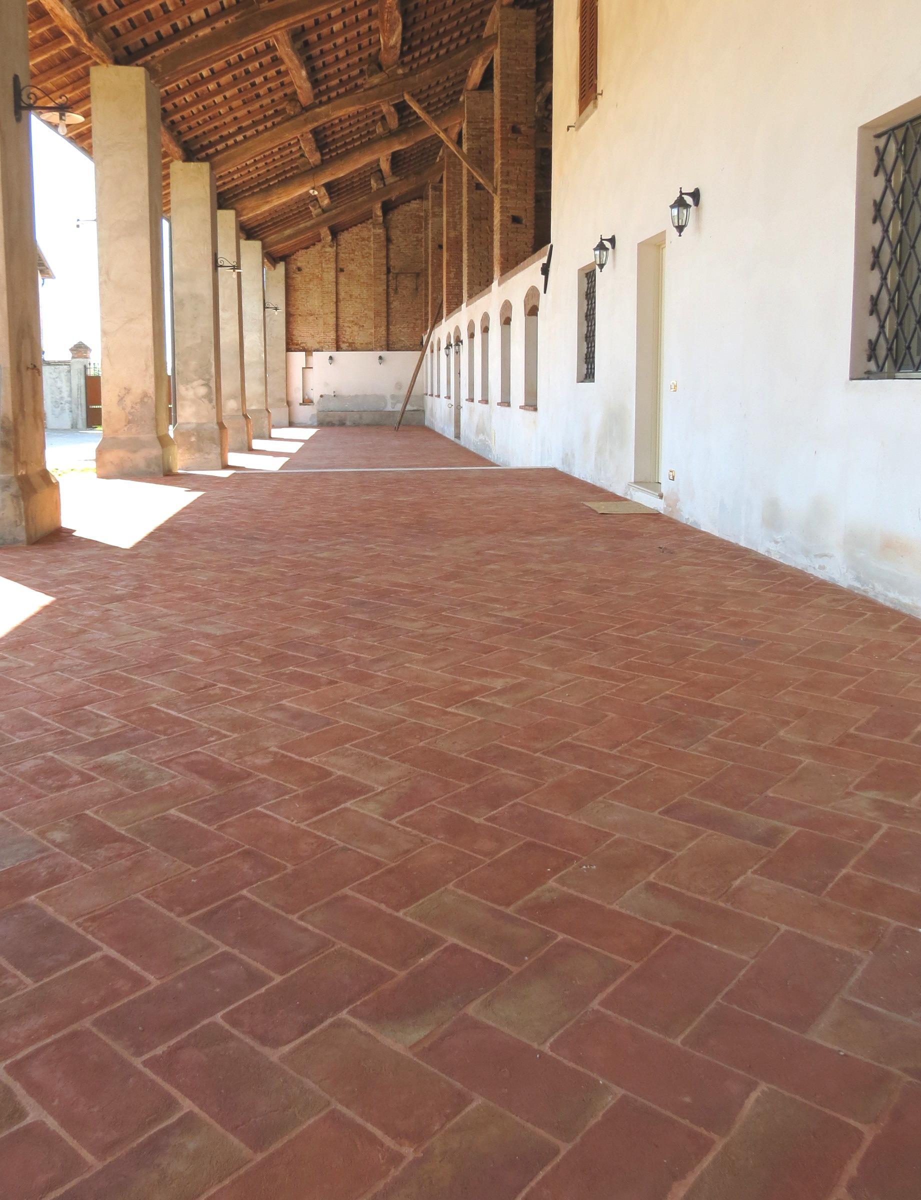 Pavimenti In Cotto A Spina Di Pesce : Cotto rustico u fornace brioni projects
